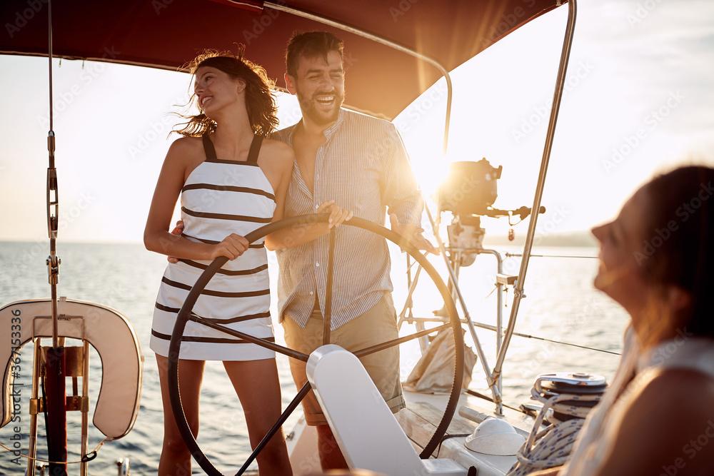 Obraz Friends enjoying the ride on a yacht fototapeta, plakat