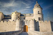 Entrada Y Acceso Al Castillo D...