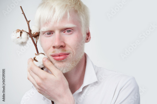 Obraz na plátně albinism albino man in studio dressed t-shirt isolated on a white background