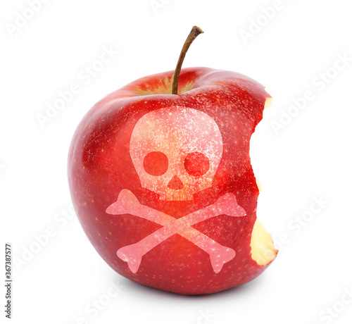 Photo Bitten poison apple with skull and crossbones image on white background