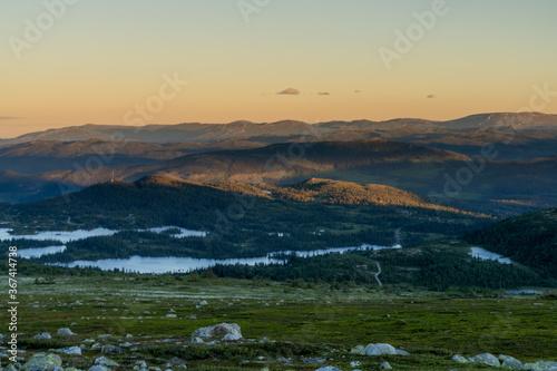 Fototapeta  Widok na Góry Skandynawskie w pobliżu szczytu górskiego Gaustatoppen obraz