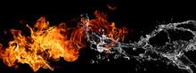 炎と水がぶつかり合う...