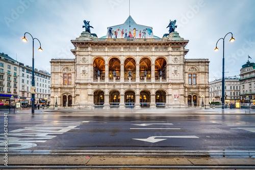 Fotomural The Vienna State Opera in Austria.