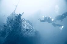 Shipwreck Diving Landscape Und...