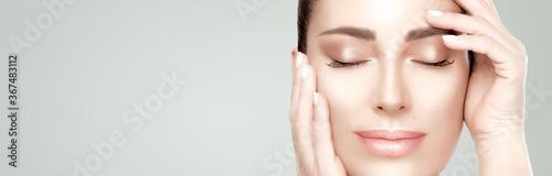 Cuadros en Lienzo Closeup beautiful face woman with fresh clean skin