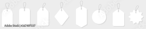 Foto Blank white paper price tags or gift tags in different shapes.