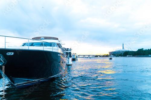 Obraz na plátně dawn at sea in the port