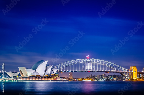 Obraz na plátne Sydney Opera House and the Sydney Harbour Bridge during twilight, Australia