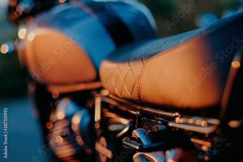 Shallow focus closeup shot of a motorcycle seat during the sunset Fotobehang