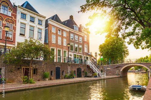 Foto Traditional dutch houses, streets and bridges Utrecht
