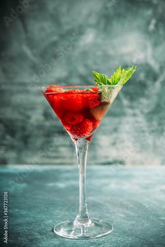 Cuadros en Lienzo Raspberry martini cocktail
