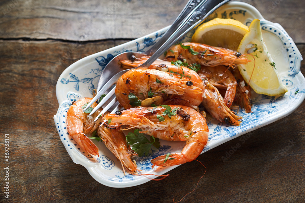 Fototapeta Seafood appetizer of spicy whole grilled prawns