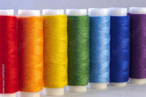 Fotografía Rainbow colour sewing threads