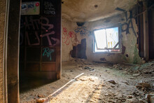 A Small Room In An Abandoned B...