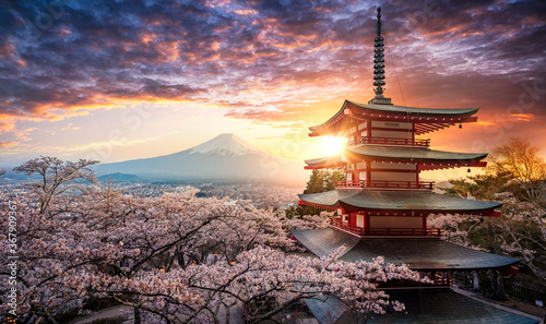 Photo Fujiyoshida, Japan Beautiful view of mountain Fuji and Chureito pagoda at sunset