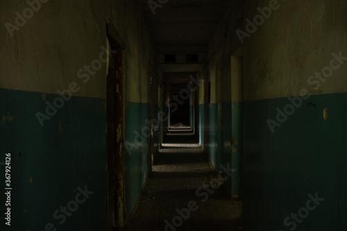 Photo dark abandoned corridor of empty premises in dnipro city in ukraine