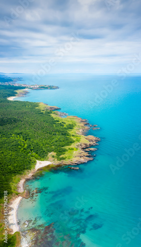 Fototapeta Aerial panoramic view of the wild beaches, surrounded by rocks and green dense forests on the southern Black Sea coast, Bulgaria. obraz