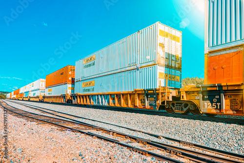 Foto Freight train BNSF Railway Companies on a sunny day in Arizona.