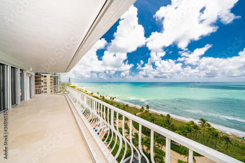 Fotografia, Obraz Condominium balcony with ocean view Miami Beach