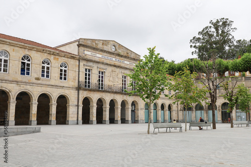 Photo Beautiful place with its school in the city centre of Guernica in the Basque Cou