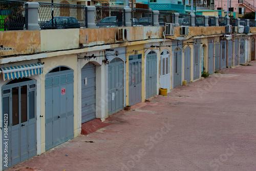 Fotografie, Obraz garages maltais
