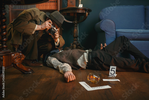 Fotografia Male detective with photo camera, crime scene