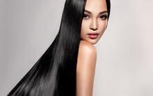 Beautiful Asian Model Girl Wit...
