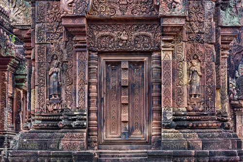 Fotografia Blind door and balusters Banteay Srei temple in Angkor, Siem Reap, Cambodia
