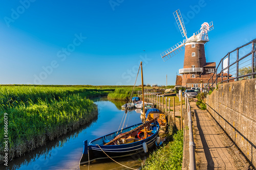 Fotografie, Tablou A view along the River Glaven in Cley, Norfolk, UK