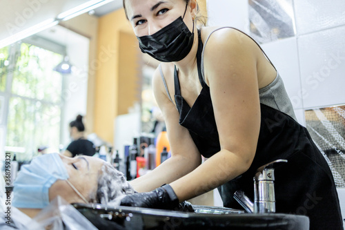 Hairdressing services during the coronavirus Billede på lærred