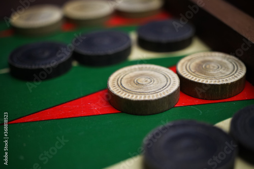 Tableau sur Toile Macro closeup of isolated backgammon board with white and black checkers