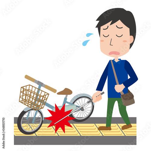 点字ブロックの上にある自転車で困る視覚障がい者 Fototapet