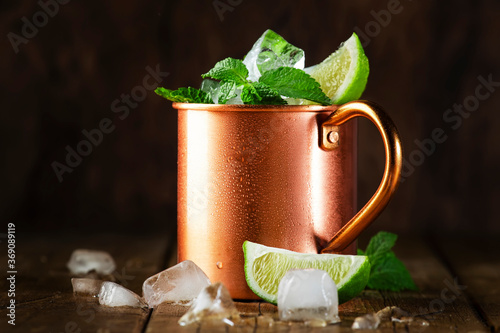 Canvas-taulu Moscow mule or mint julep cocktail in copper mug with lime, ginger beer, vodka and mint
