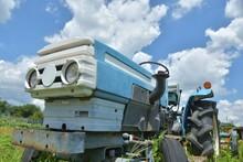 青空とトラクター