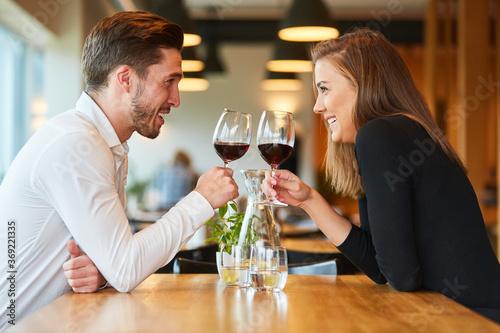 Obraz Couple in love drinking wine in the restaurant - fototapety do salonu