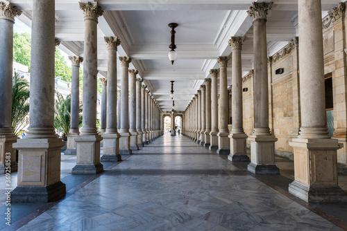 Stampa su Tela Mill colonnade in Karlovy Vary