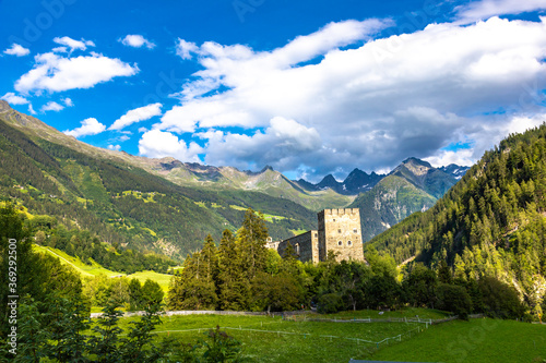 Ruine im Gebirge #369292500
