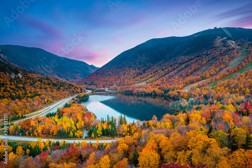 Fototapeta Beautiful fall colors in Franconia Notch State Park | White Mountain National Forest, New Hampshire, USA obraz