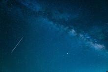 天の川と流れ星 星空...