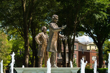 Lincoln And Douglas Statues