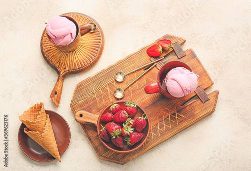 Obraz Tasty strawberry ice cream on light background - fototapety do salonu