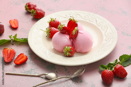 Obraz Plate with tasty strawberry ice cream on color background - fototapety do salonu
