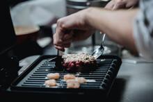 Cocinero Cocinando Hamburguesa...