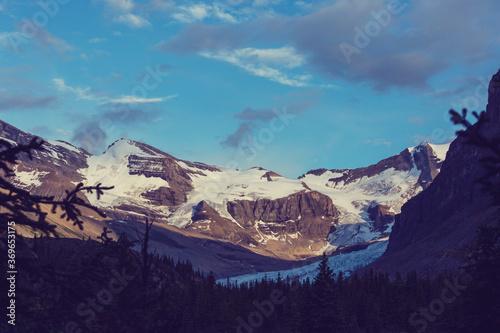 Obraz Mountains in Canada - fototapety do salonu