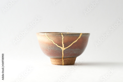 Tableau sur Toile Japanese kintsugi ceramic sake cup, restored with real gold