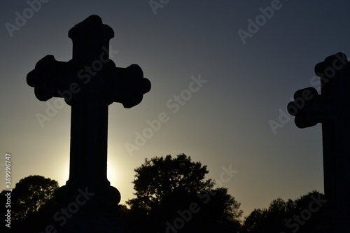 Cuadros en Lienzo Croix de cimetière le soir