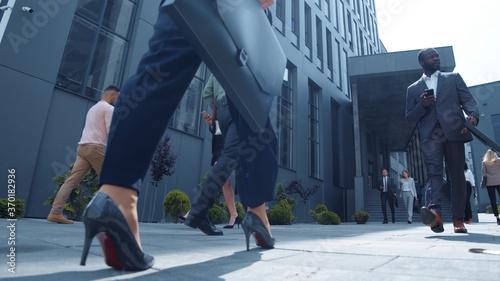 Slika na platnu Urban busy corporate workers walking on street in downtown
