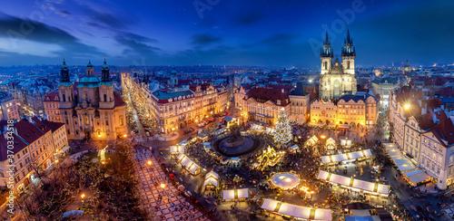 Panorama der Altstadt von Prag, Tschechische Republik, am Abend mit Weihnachtsma Fototapet