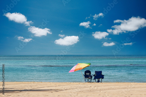 Fotografia, Obraz ハワイ・ワイキキビーチのビーチパラソルと海と空