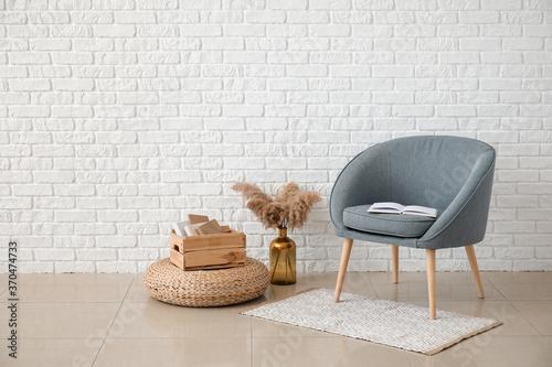 Cuadros en Lienzo Modern armchair in interior of room